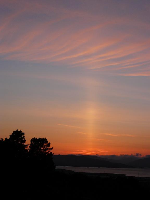 Sun pillar over the Carquinus
